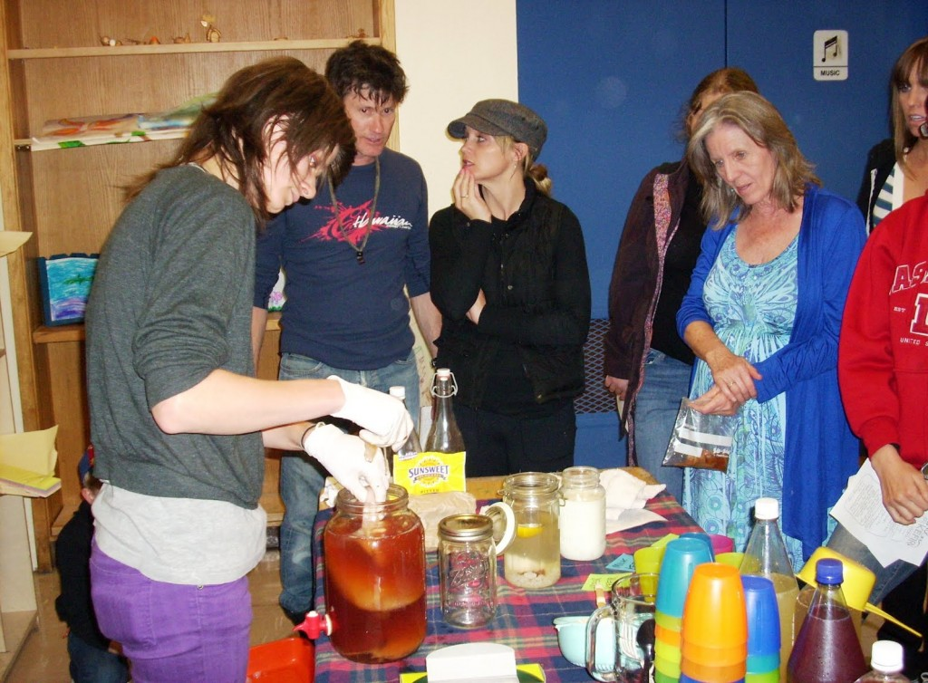 DSCI0123 Lauren teaches kombucha making